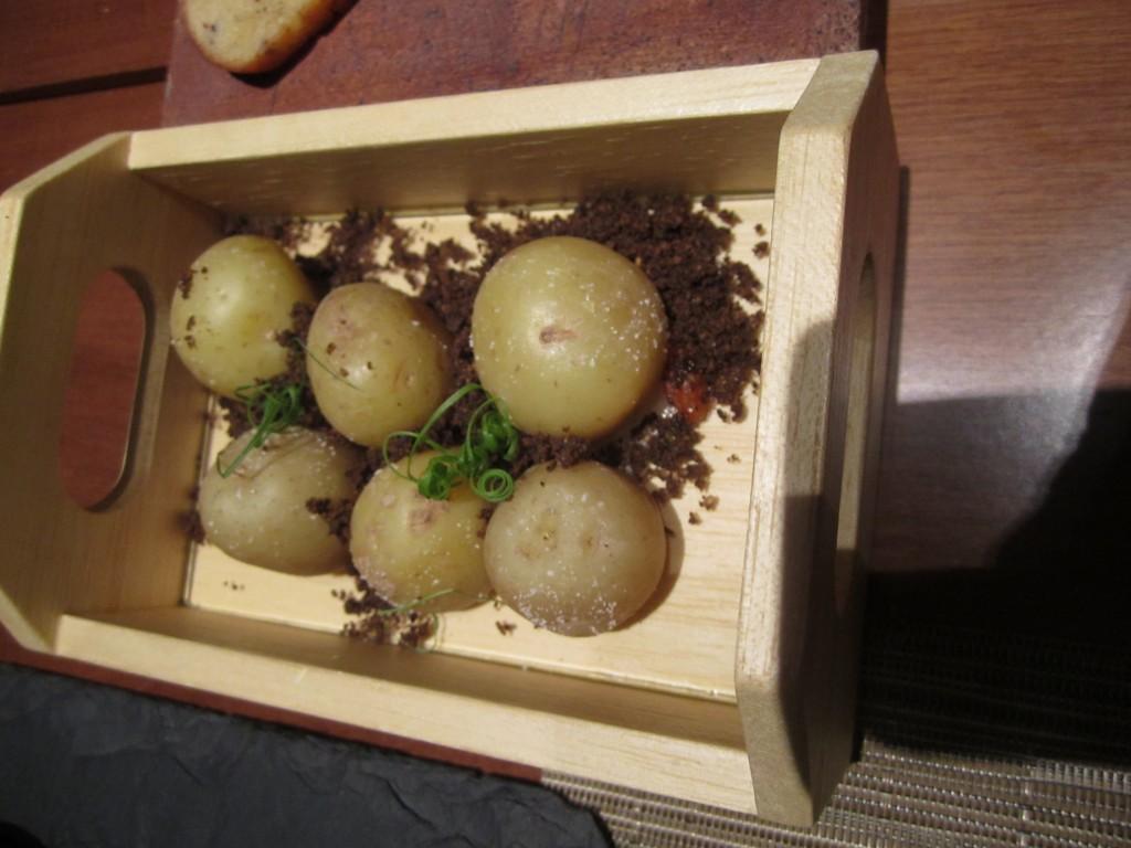 Patatas rellenas. Clos de Tapas. Foto: Raúl Casañas